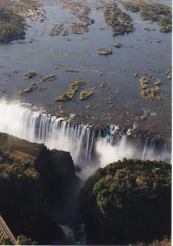 Victoria_falls_from_helicopter