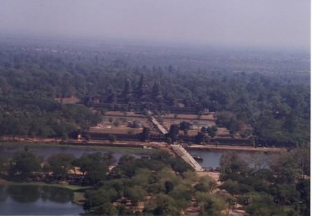 Angkor_wat_from_balloon