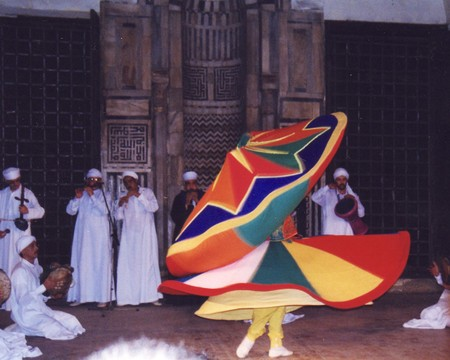 Sufi_dance_in_madrasa_sultan_goori_