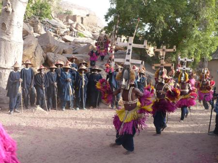 Dama_dogon_dance_in_tireli_village