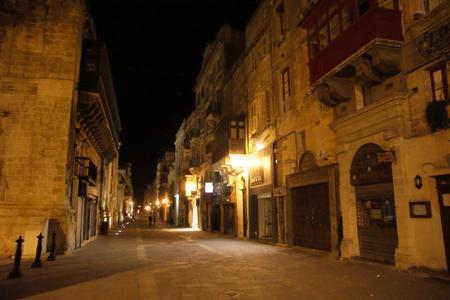 Valletta_at_night
