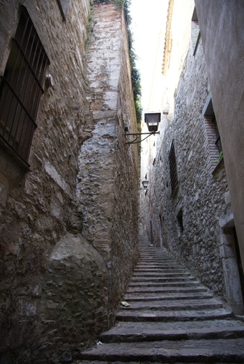 Alley_in_girona
