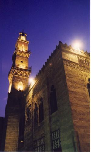 Madrasa_sultan_ghori_at_night