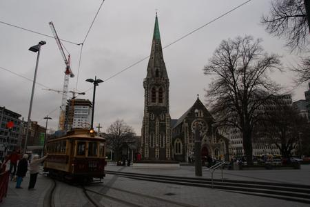 Tram_and_cathedral_in_christchurch