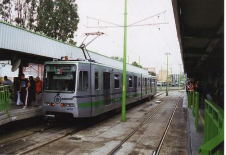 Tren_ligero_in_mexico_city
