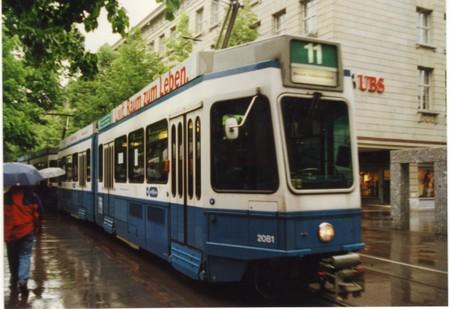 Tram_in_bahnhof_street_zurich