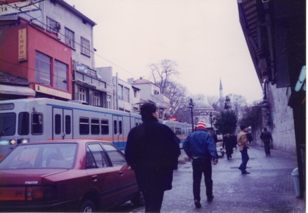 Tram_in_old_city_of_istanbul_2