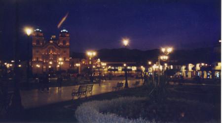 Plaza_de_armas_in_cusco_at_night