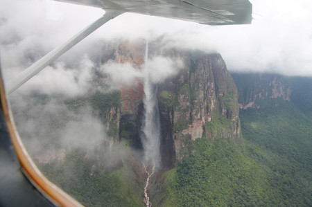 Angel_falls_from_plane