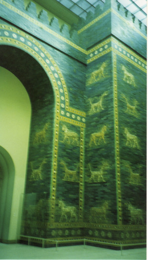 Ishtar_gate_in_pergamon_museum_in_m