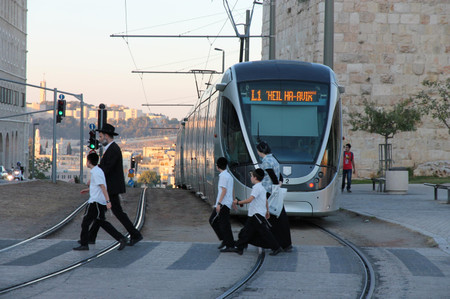Lrt_in_jerusalem