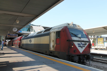 Train_to_ben_gurion_airport_at_haga