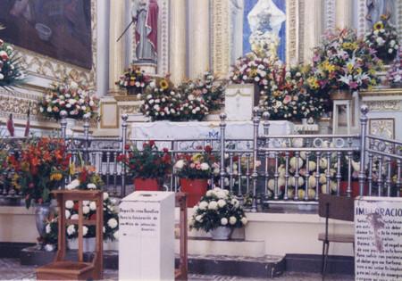 Inside_of_church_at_cholula