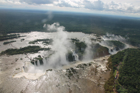 Iguazu_falls_from_helicopter