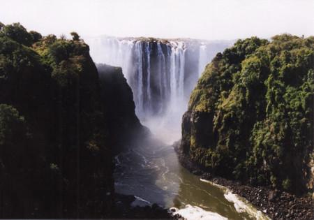 Victoria_falls_from_victoria_falls_