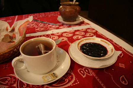 Tea_with_jam_in_suzdal