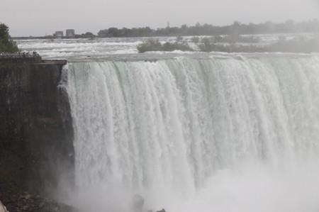 Niagara_falls_and_goat_island