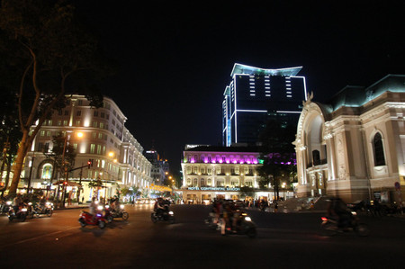 Ho_chi_minh_city_at_night
