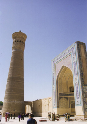 Kalon_minaret_at_bukhara