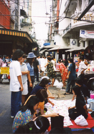 Sampheng_lane_market_in_bangkok