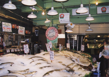 Pike_place_market_in_seattle_1