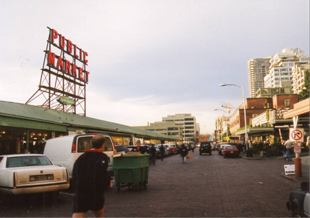 Pike_place_market_in_seattle_2