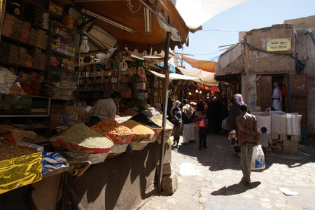 Souq_in_sanaa_old_city_1