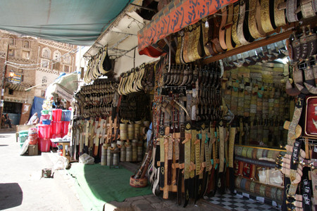 Souq_in_sanaa_old_city_2