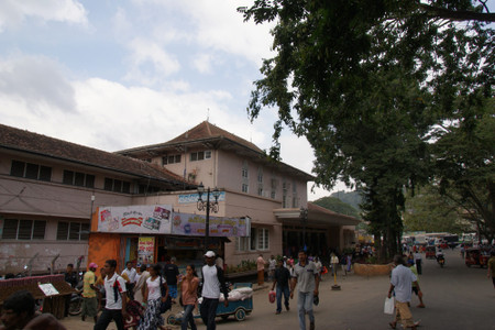 Kandy_central_market_1