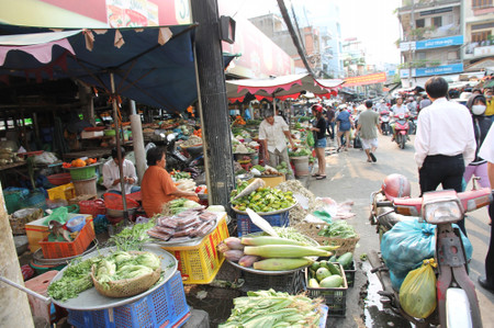 Market_in_ho_chi_minh_city