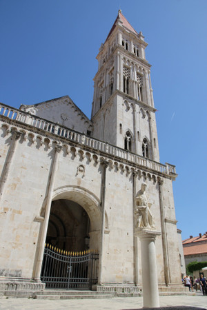 Cathedral_of_saint_lawrence_in_trog
