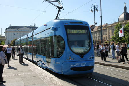 Tram_at_zagreb_central_station