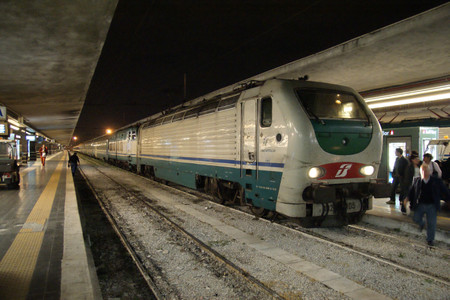 Night_train_at_the_napoli_central
