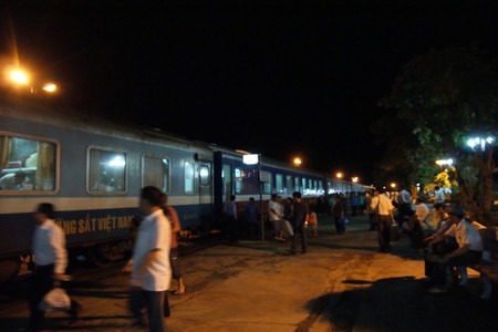 Night_train_to_hanoi_at_dong_hoi