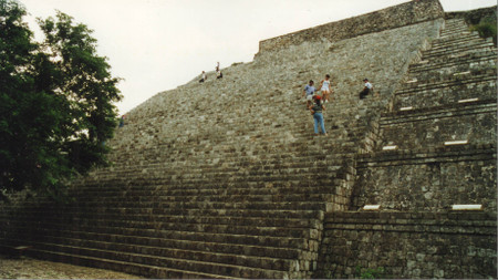 Great_pyramid_in_uxmal