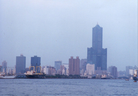 Tuntex_sky_tower_in_kaohsiung