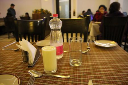 Mango_lassi_in_delhi
