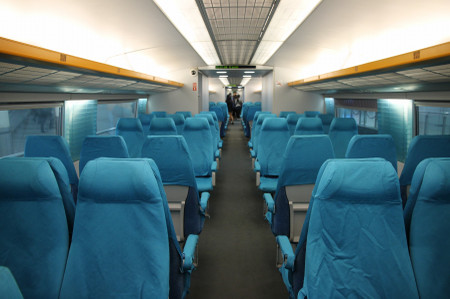 Inside_of_shanghai_maglev_train