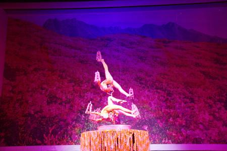 Chinese_acrobatics_in_beijing