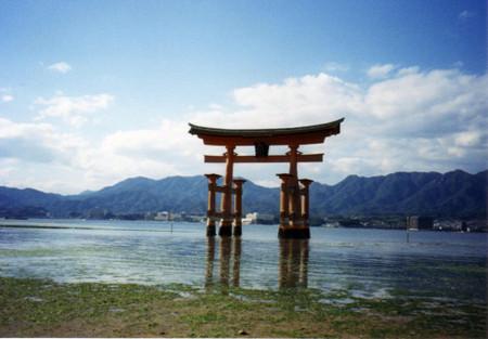 Itsukushima_shrine_in_miyajima