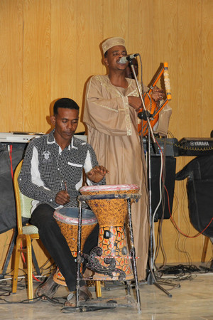 Harp_and_drums_at_merowe