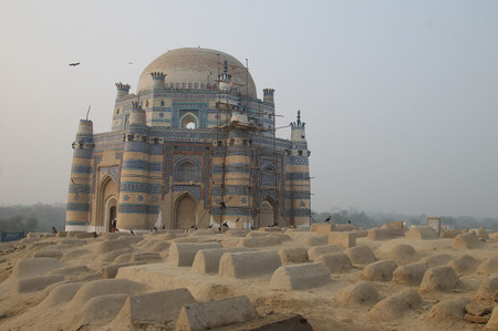 Tomb_of_bibi_jawindi_in_uch