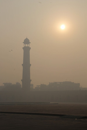 Sunrise_at_badshahi_mosque