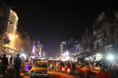 Night_at_food_street_in_lahore