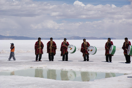 Zamponas_and_drums_in_salar_de_uyun