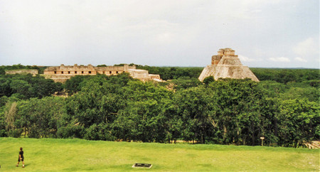 View_from_great_pyramid_in_uxmal
