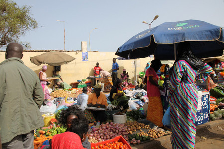 Street_market_near_gare_routire_in_