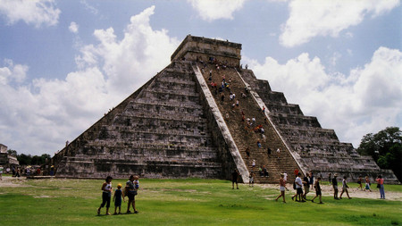 El_castillo_in_chichen_itza