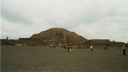 Pyramid_of_the_moon_at_teotihuacan