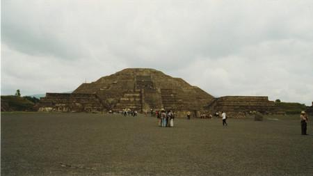 Pyramid_of_the_moon_at_teotihuacan